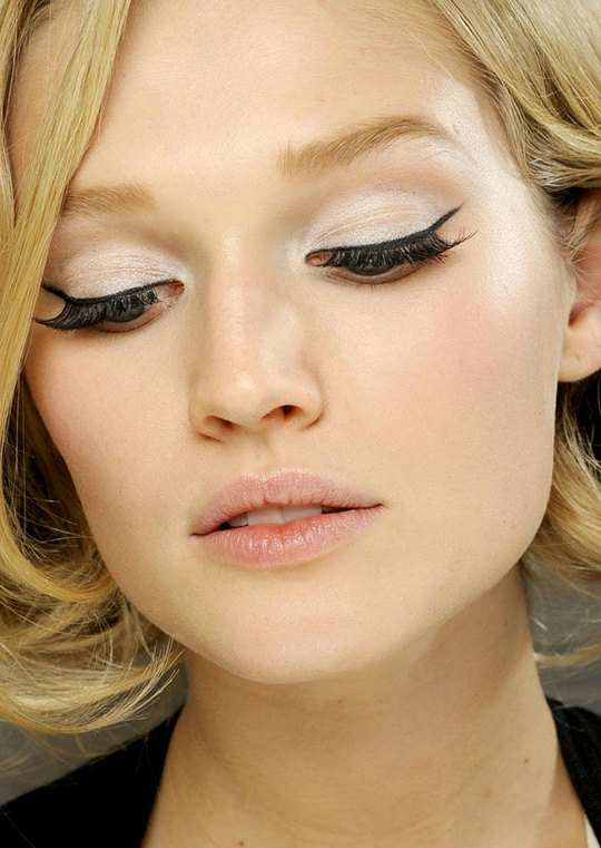 How-to-wear-winged-eyeliner-in-the-daytime1