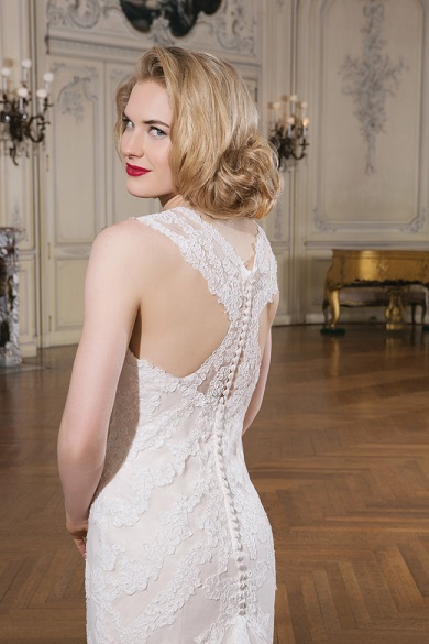 make-an-entrance-7-wedding-dresses-with-beautiful-backs-8